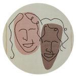 Portrait de famille des deux soeurs brodé sur tissu par Sylvère et Anne-Cecile