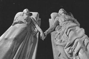 Mausolée sculpté des amoureux